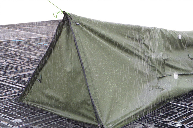 SEASONFORT EXPANSE Backpack Bed winter door in the rain